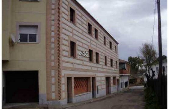 Edificio con 4 pisos y garajes a estrenar en venta en La Puebla de Montalbán