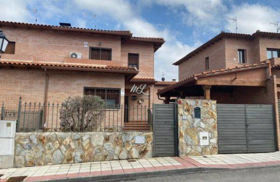 Casa pareada en venta en Olías del Rey